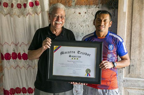 Master Weaver Certification awarded to Manuel Antonio López